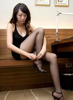 Susan - escort in Hangzhou Photo 1 of 2