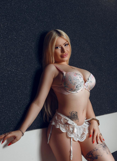 Adeline - escort in Dubai Photo 2 of 10