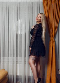 Adeline - escort in Dubai Photo 4 of 10