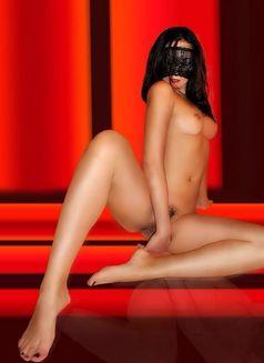Kim model in italy - escort in Rome Photo 4 of 12