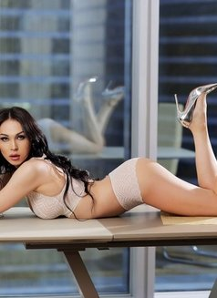 Aleksandra - Transsexual escort in Dubai Photo 9 of 12