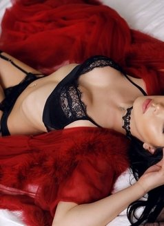 Aleksandra - Transsexual escort in Dubai Photo 10 of 12