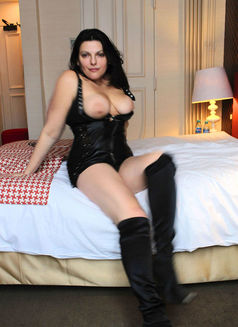 Alexandravip - escort in Paris Photo 1 of 6