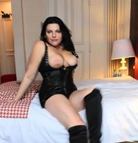 Alexandravip - escort in Paris Photo 1 of 6