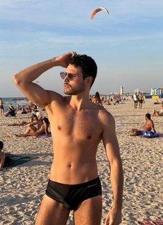Alexandre Becker - Male escort in Madrid Photo 3 of 13