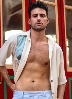 Alexandre Becker - Male escort in Madrid Photo 4 of 13