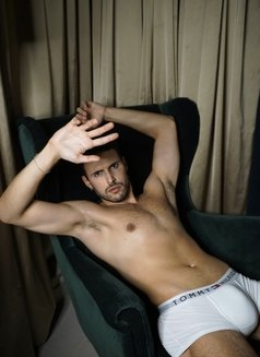 Alexandre Becker - Male escort in Madrid Photo 8 of 13