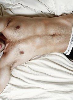 Alexandre Becker - Male escort in Madrid Photo 9 of 13