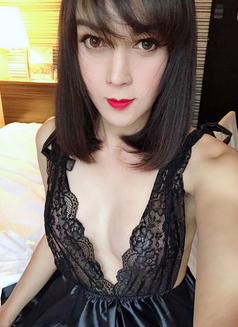 Alva - Transsexual escort in Shanghai Photo 5 of 15