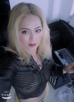 Amanda - escort in Abu Dhabi Photo 1 of 3