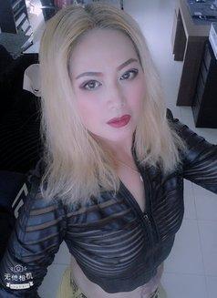 Amanda - escort in Abu Dhabi Photo 3 of 3