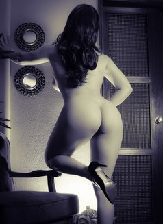Amelia-sweet&naughty-luxury services - escort in London Photo 6 of 9