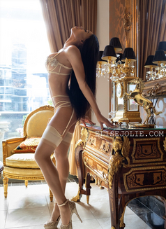 American Elise Jolie April 29-May 6 - escort in Hong Kong Photo 6 of 8