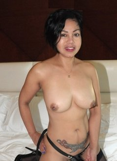 Angie, sexy Filipina - escort in Dubai Photo 2 of 12