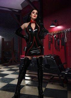 Anna Mistress in Latex - dominatrix in Paris Photo 4 of 23