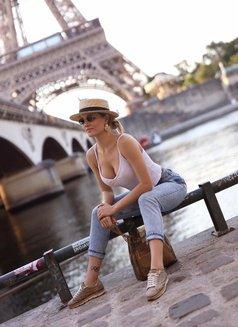 Anna - escort in Paris Photo 14 of 17