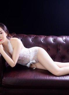Anna - escort in Shanghai Photo 2 of 9