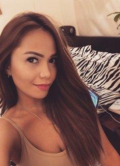 Asia - escort in Dubai Photo 1 of 7