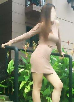 Aubrey - escort in Singapore Photo 5 of 7