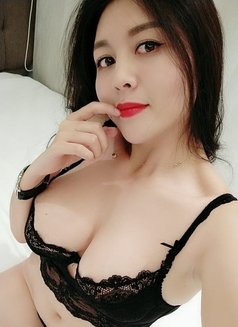 Girl with 5 boobs
