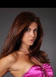 Bruna Geneve escort shemale - Transsexual escort in São Paulo Photo 3 of 14
