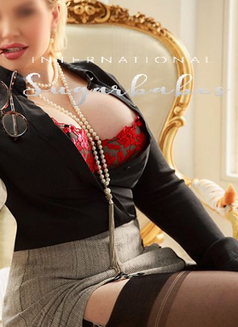 Busty Mature Harriet - escort in London Photo 7 of 9