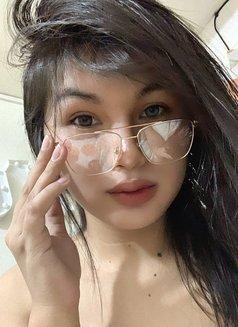 C U R V Y L I C I O U S - Transsexual escort in Manila Photo 12 of 15