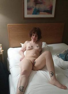 Callgirl - escort in Toronto Photo 4 of 8