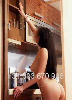 Camila - escort in Madrid Photo 4 of 10