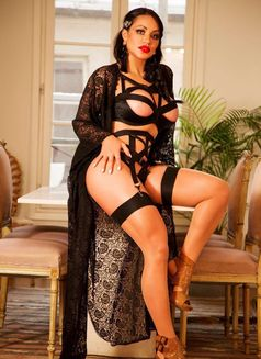 Camila Ferrari - escort in Paris Photo 2 of 26