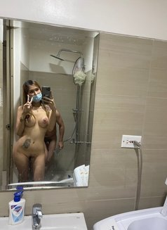 Camshow/contents/online Services - escort in Singapore Photo 1 of 7