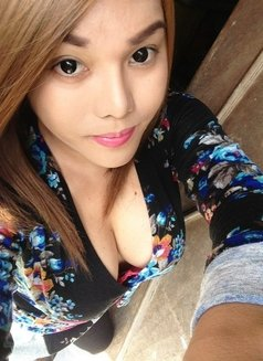 Candice - Transsexual escort in Singapore Photo 1 of 8