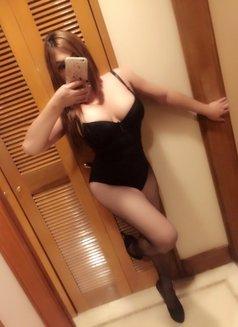 Candice - Transsexual escort in Singapore Photo 7 of 8
