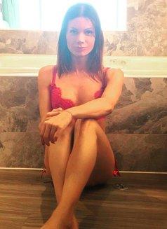 Carlotta Del Valle - Transsexual escort in Dubai Photo 2 of 18