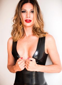 Carlotta Del Valle - Transsexual escort in Dubai Photo 16 of 18