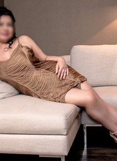 Carmen - escort in Frankfurt Photo 3 of 5