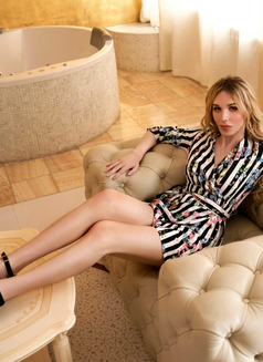Caroline - Transsexual escort in Moscow Photo 9 of 10