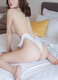 Cathy - escort in Shanghai Photo 3 of 3