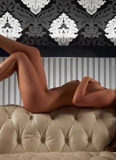 Chantall - escort in Amsterdam Photo 18 of 21