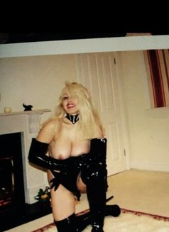 Christina - dominatrix in London Photo 8 of 8
