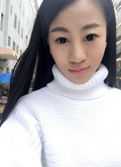 Cindy - escort in Singapore Photo 3 of 5