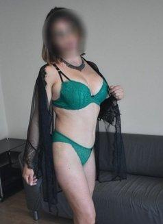 Claudia - escort in Manchester Photo 5 of 6