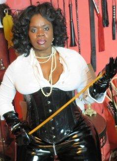 Countess Dionysus - dominatrix in Dubai Photo 9 of 9