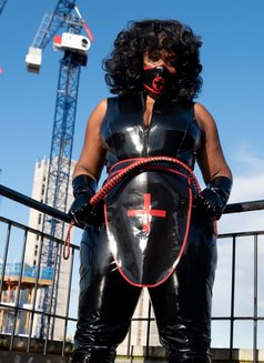 Countess Dionysus - dominatrix in Glasgow Photo 2 of 9