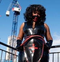 Countess Dionysus - dominatrix in Glasgow