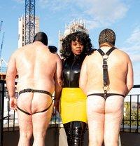 Countess Dionysus - dominatrix in Berlin