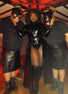 Countess Dionysus - dominatrix in Berlin Photo 6 of 9