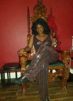 Countess Dionysus - dominatrix in London Photo 4 of 7