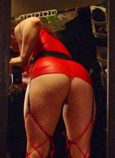 Curvy Ginger - escort in Calgary Photo 3 of 4