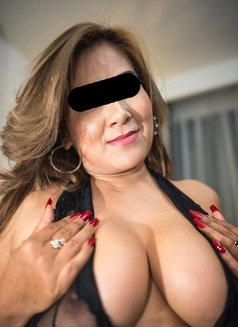 Curvy Paula - escort in Bangkok Photo 2 of 5
